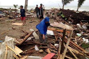 Sóng thần bất ngờ tấn công Indonesia, hơn 1000 người thương vong