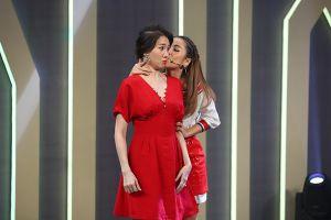 Hari Won bị Puka cưỡng hôn liên tục khi cố gắng giải thích về 'Người lạ ơi'