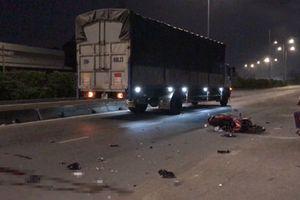 Xe máy tông thẳng vào đuôi ô tô tải, nam công nhân chết thảm