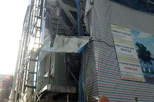 TP.HCM: Sập giàn giáo công trình xây dựng cơ sở phẫu thuật thẩm mỹ, 1 người chết và 2 người bị thương