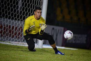 Philippines bảo vệ thủ môn ngôi sao trước bão dư luận