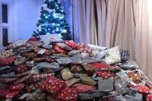 Bà mẹ mua 1 núi quà Noel để rồi nhận lấy vô số lời chỉ trích