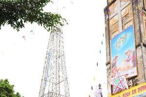 Độc đáo 'tháp Eiffel tre, cây thông hành tăm' đón chào lễ Giáng sinh ở xứ Nghệ