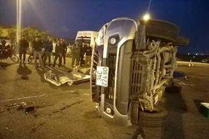 Hà Tĩnh: Xe bán tải chổng vó sau tai nạn, một người tử vong