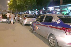Taxi truyền thống vẫn sụt giảm không phanh