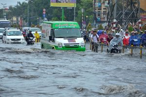 Vì sao đô thị lớn cứ mưa là ngập?