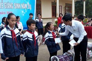 Nghệ An: Trao quà dịp Giáng sinh cho người nghèo huyện Tân Kỳ