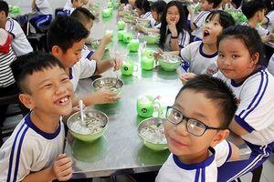 Siết chặt kiểm tra bếp ăn trường học ở Hà Nội