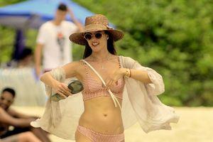 Ở tuổi 37, Alessandra Ambrosio vẫn giữ vóc dáng săn chắc khi diện bikini