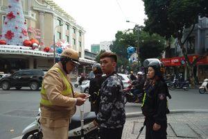 Hà Nội: Cảnh sát cơ động cùng tuần tra xử lý vi phạm mũ bảo hiểm