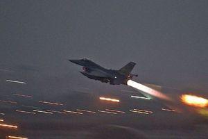 Liên quân ném bom cây cầu đang được SAA xây dựng lại ở Deir Ezzor
