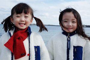 Cặp song sinh Hàn Quốc nổi tiếng vì có vẻ ngoài và tính cách đối lập