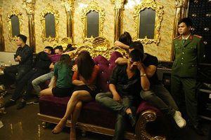 Đình chỉ công tác cô giáo dự 'tiệc ma túy' trong quán karaoke
