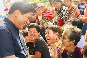 Nghị sĩ của Philippines bị ám sát khi đang trao quà Giáng sinh