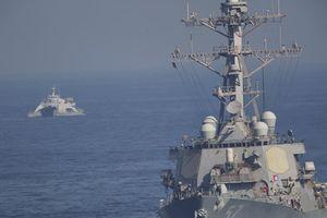 Iran dọa 'cấm cửa' tàu chiến Mỹ