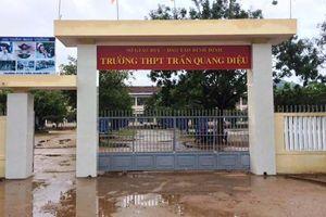 Thông tin bất ngờ vụ học sinh đánh thầy giáo nhập viện