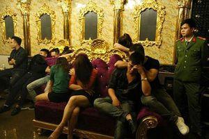 Cán bộ kiểm lâm tham gia 'tiệc ma túy' với cô giáo trong quán karaoke bị đình chỉ công tác