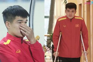 Hình ảnh xúc động nhất trận giao hữu CHDCHD Triều Tiên: Lục Xuân Hưng buồn bã nhìn đồng đội thi đấu
