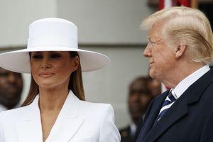 Tin, ảnh: Tổng thống Trump 'than' cô đơn, đệ nhất phu nhân tức tốc bắt máy bay về Nhà Trắng