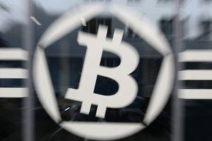 Diễn biến khó lường, Bitcoin lại rớt mốc 4.000 USD