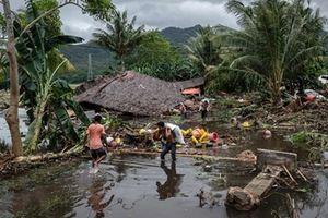 Mưa lớn cản trở quá trình tìm kiếm nạn nhân sóng thần tại Indonesia