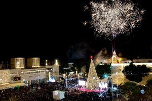 Giáng sinh an lành và ấm áp đến với người dân thế giới