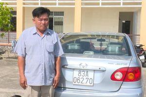 Bắt người đàn ông vận chuyển thuốc lá lậu từ biên giới Campuchia về Sóc Trăng