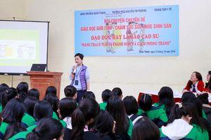 Nhân Ngày dân số Việt Nam (26/12): Quan tâm giáo dục sức khỏe sinh sản