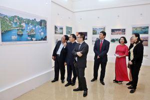 Khai mạc triển lãm ảnh 'Ấn tượng Việt Nam - Trung Quốc 2018'