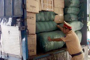 Bắt xe tải chở 10.000 sản phẩm nội y nghi nhập từ Trung Quốc