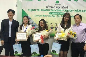 34 sinh viên được nhận học bổng toàn phần 'Thịnh Trí Thành Tài'