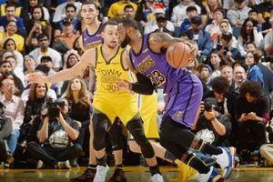 LeBron sớm rời sân, Lakers vẫn đè bẹp Warriors vì đã có siêu 'Big man'
