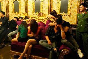 Phạt hành chính PGĐ ngân hàng, nữ giáo viên có mặt trong 'tiệc ma túy'