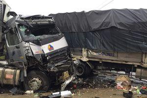 Xe tải đâm liên hoàn trên quốc lộ 1, hai người tử vong