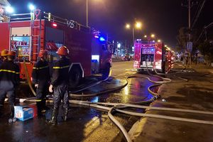 Cháy lớn tại khu công nghiệp Trà Nóc