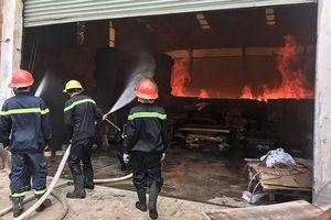 Hỏa hoạn sau tiếng nổ lớn kéo sập 1.000m2 nhà xưởng