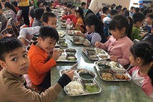 Hà Nội: Kiểm soát chặt thực phẩm trong bếp ăn trường học