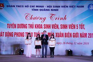 Tuyên dương 3 thủ khoa sinh viên và sinh viên 5 tốt tại Quảng Ninh