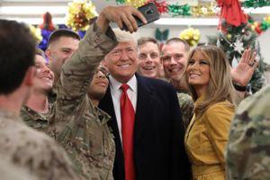 Ông Trump bất ngờ thăm lực lượng quân đội Mỹ tại Iraq