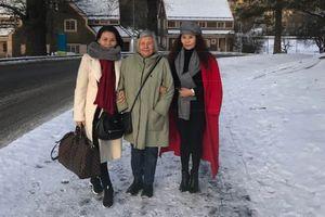 Chuyện showbiz: Mẹ Kim Lý khoác tay thân thiết với mẹ của Hồ Ngọc Hà