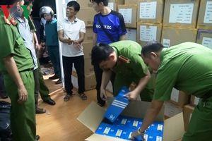 Triệt phá băng nhóm trộm cắp giày hiệu từ container xuất khẩu