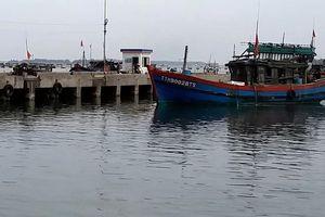 Áp thấp nhiệt đới áp sát Biển Đông, Huế cấm tàu thuyền ra khơi