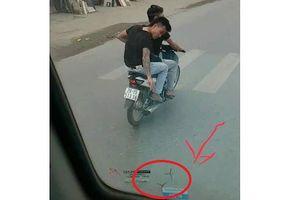 2 nam thanh niên đi xe máy rải đinh trước đầu ô tô