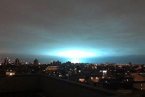 Ánh sáng xanh xuất hiện ở New York, người dân hoảng loạn tưởng UFO