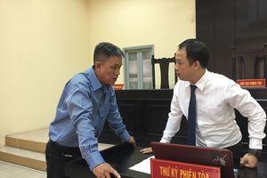 Hoãn phiên tòa vụ kiện 'Thần đồng đất Việt' do bị đơn vắng mặt
