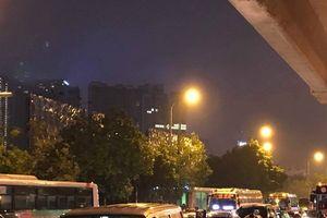 Hà Nội tắc đường khủng khiếp, người dân 'chôn chân' dưới mưa rét