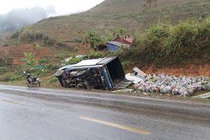 Nguyên nhân dẫn đến tai nạn liên tiếp trên QL6 khiến 4 xe tải lật ngang dưới rảnh
