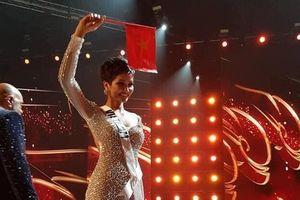 Chia sẻ đầu tiên của H'Hen Niê sau thành tích Top 5 Miss Universe 2018