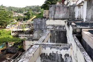 Đột nhập khu nghỉ dưỡng Thái bỏ hoang sau thảm họa sóng thần