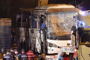 Hiện trường vụ xe chở du khách Việt Nam bị đánh bom ở Ai Cập: Mảnh kính khắp nơi, vết máu loang lổ